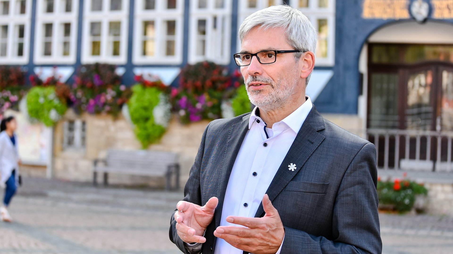 Stefan Brix im Dialog auf dem Stadtmarkt Wolfenbüttel